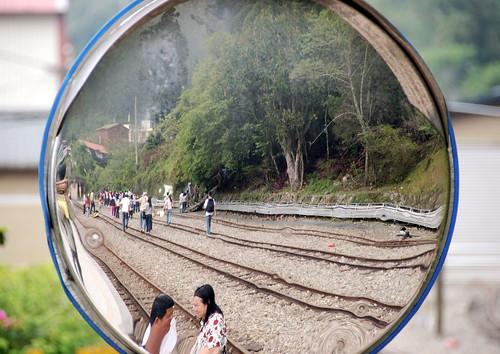 鏡子裡的鐵軌