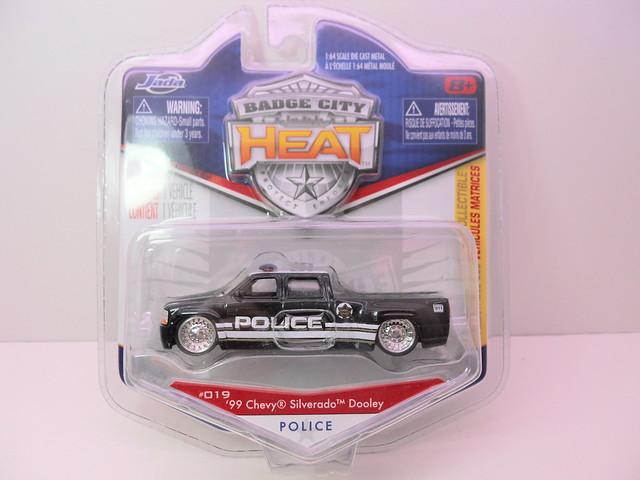 jada toys badge city heat wave 2 '99 chevrolet silverado dooley police (1)