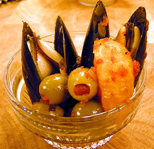mussels with olives and tangerine