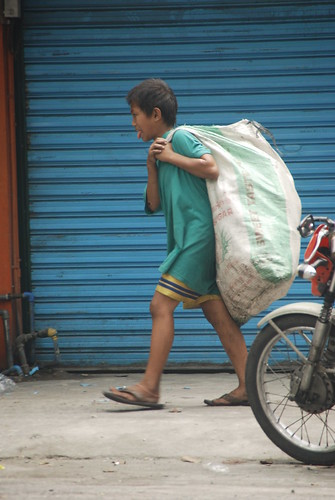 Pinoy Filipino Pilipino Buhay  people pictures photos life Philippinen  菲律宾  菲律賓  필리핀(공화�) Philippines  quezon city boy recyclers trash