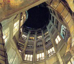 Casa Milà, Antoni Gaud�.