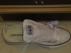White lo-top Converse All Stars