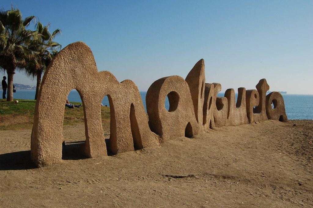 Escultura playa malagueta