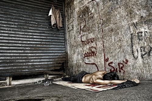 Pinoy Filipino Pilipino Buhay  people pictures photos life Philippinen  菲律宾  菲律賓  필리핀(공화�) Philippines man, street, sidewalk, scene, sleeping