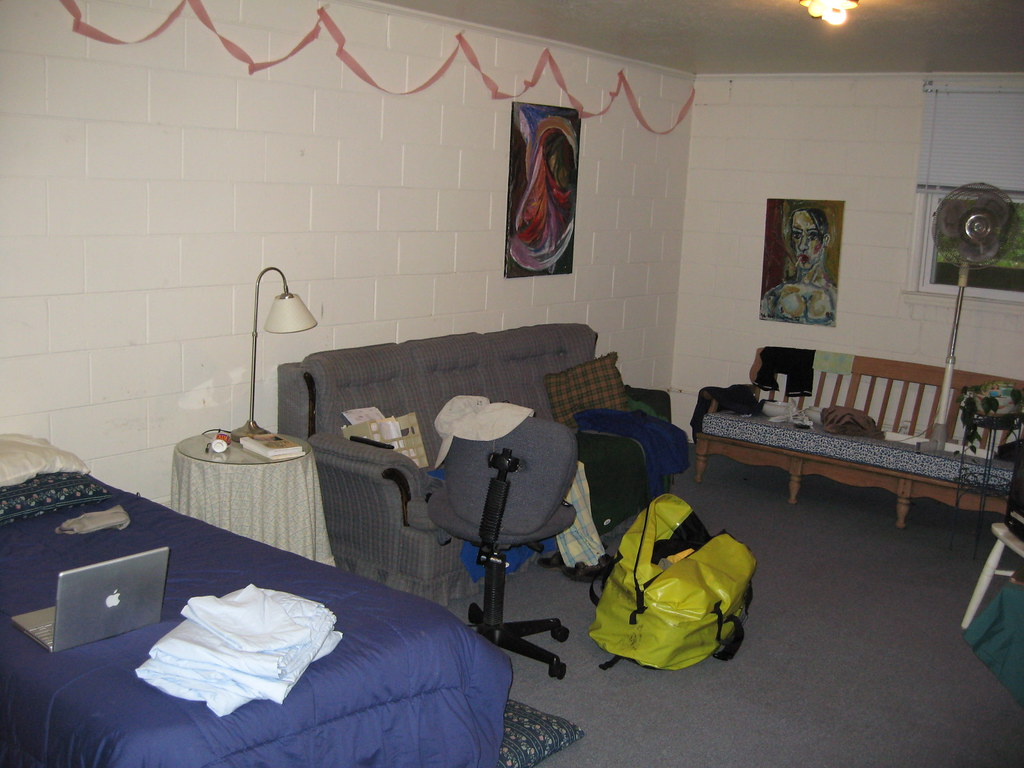 My abode for two nights---a basement apartment in Ray's house