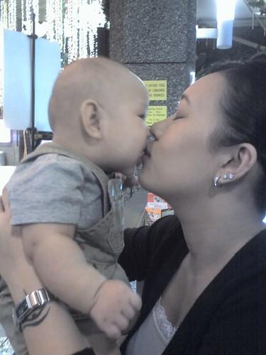 18-11-07_kiss mom