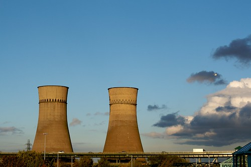 Tinsley Cooling Towers by Flickr user gavinic