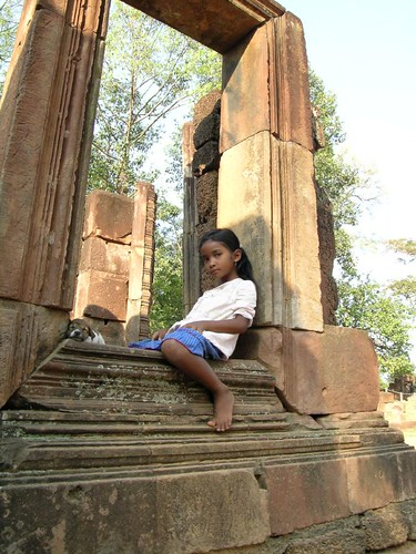 Girl and puppy at Bantea Srei