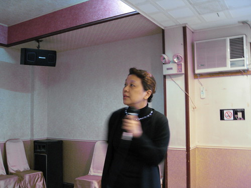 蔡老師專注唱�