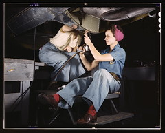 Women at work on bomber, Douglas Aircraft Comp...