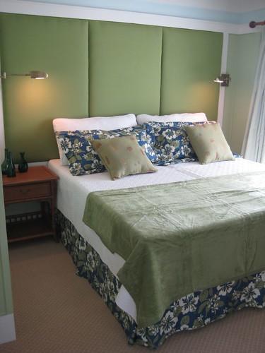 condo bedroom king size bed