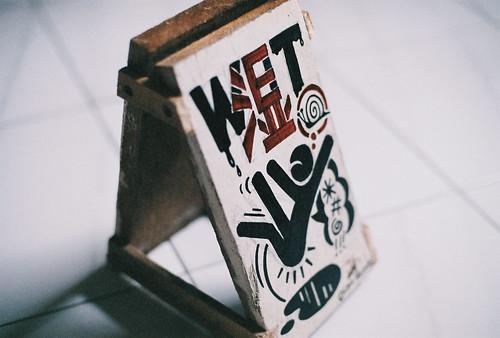 Caution : Wet Floor