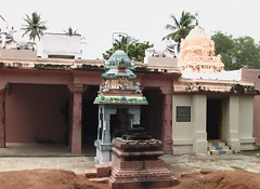 Nandhi and Balipeetam in front of Shiva shrine
