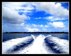 waves created by speed boat
