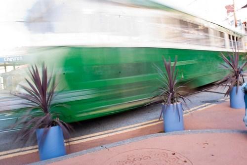 06499 Green streetcar coming