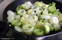 144. Fritada de alho poró e batatas
