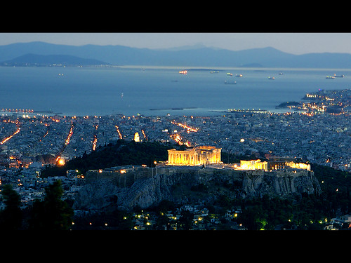 Night falls over Athens - foto: MarcelGermain, flickr
