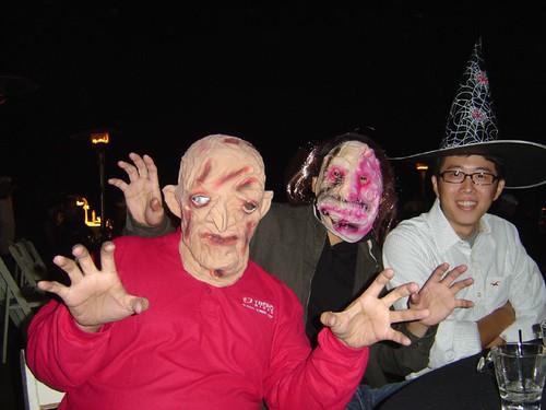 一頂帽子加原本的黑眼鏡等於變調的老哈利波特,最左邊的是 Soros!