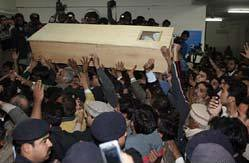 Benazir Bhuttos' coffin