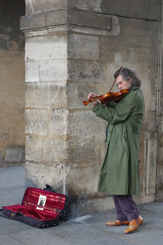 Violinist Place du Vosges, Paris