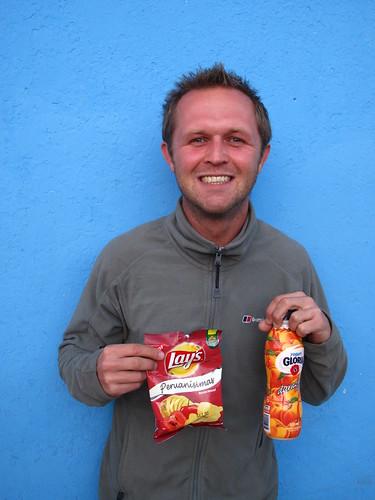 Peruvian junkfood: yummy Gloria yoghurt & Lays Peruanissima spicy crisps