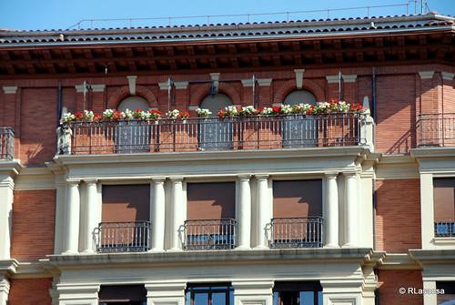 Detalle de la fachada de un edificio en la calle Estella