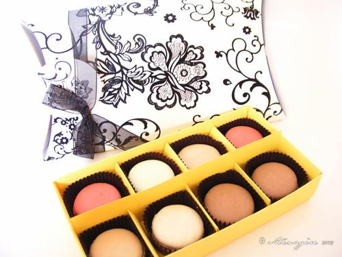 Black/White Gift Box