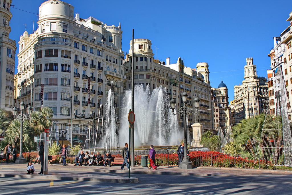 Plaça de l'Ajuntament Valencia (by Dimitar Denev)