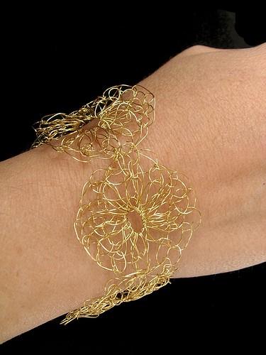 wire yoyo crochet bracelet
