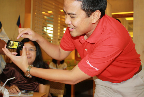 Vince dela Cruz demonstrates Smile Shutter