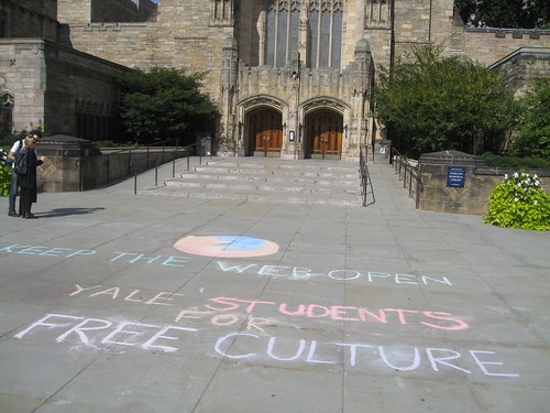 Yale Students for Free Culture start the wave during Moz Service Week.
