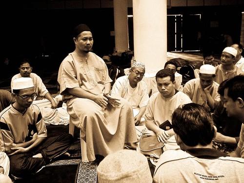 Tazkirah bersama Ustaz Annuar Salleh, YDP ISMA Hulu Langat, merangkap pengarah program iktikaf