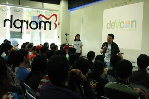 Winston Damarillo talks during DevCon Visayas