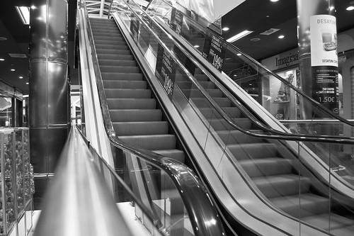 La soledad de un centro comercial a media noche (III)