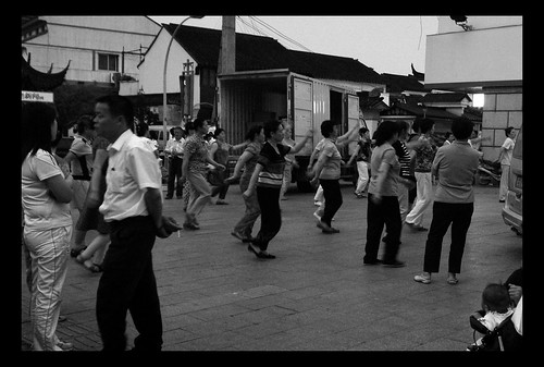If cricket fighting is for men, then dancing on the street is definitely a female affair.  Their movement didnt quite much up with the fast-paced dance music they had on.