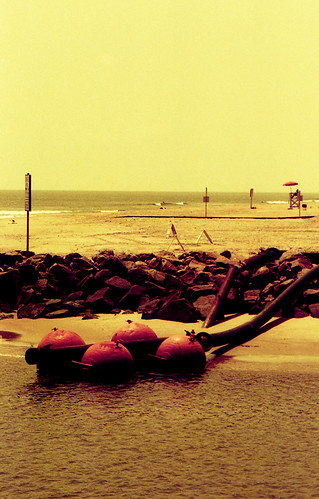 Redscale Jetty. (Fuji Superia Reala 100 — Redscaled. Nikon F100. Epson V500.)