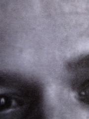 Abdellah Taïa, L'esercito della salvezza, ISBN 2009; Grafica di Alice Beniero; q. di cop.: ill. fotog. b/n: ritratto dell'autore (i credits della foto non sono indicati): verso della q. di copertina (part.) 8