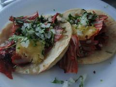 Dos Tacos al Pastor con pina, cebolla y cilantro