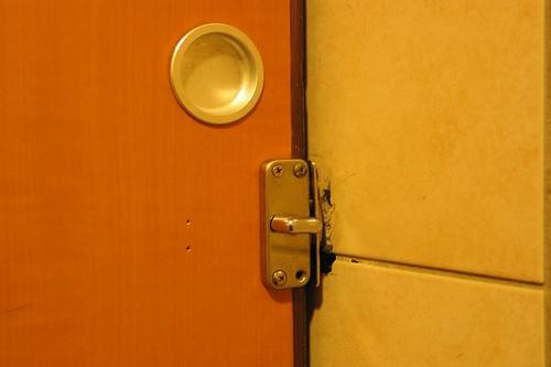 無障礙廁所-門鎖的錯誤設罝   行無礙生活網