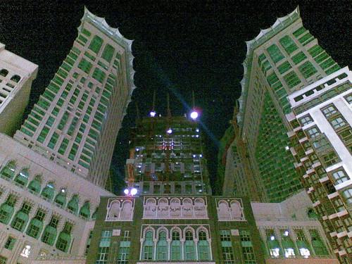 Pemandangan Zam Zam tower. Wing kanan dan kiri adalah hotel. Di tgh2 adalah shopping complex dan di bahagian belakangnya sedang di bina clock tower.