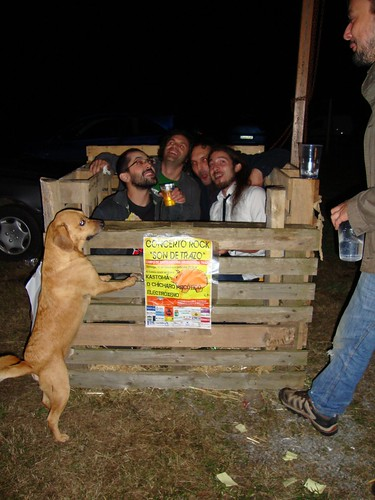 Ós rapaces do chícharo gustoulles tanto o sitio que quixeron facerse co chabolo do porco e virse a vivir a Trazo