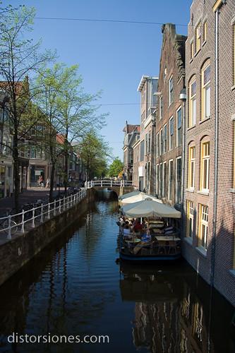 Una terraza sobre el canal