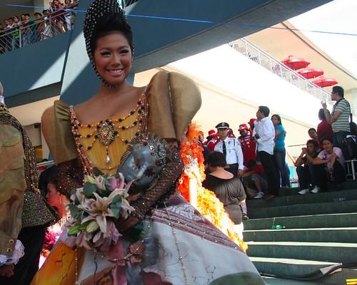 Flores de Mayo sa MOA 2009