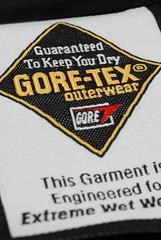 領口 Gore-Tex 牌