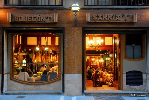 Bodegón Sarría, un clásico de la calle Estafeta.