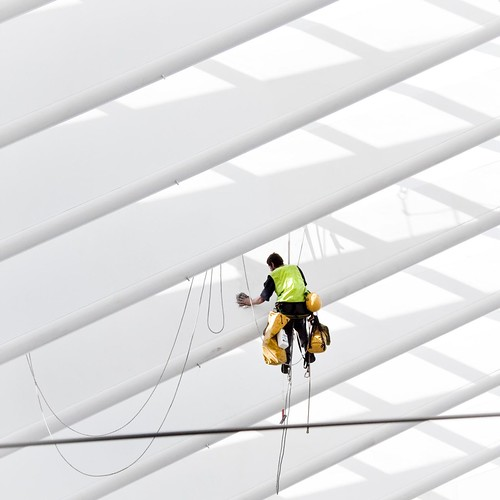 Spiderman at work (in Liège Guillemins) - Photo : Gilderic