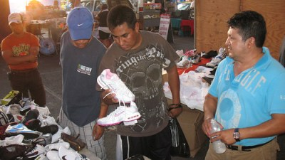 Yuld Aguilar, right, said his shoe business is doing very well. (Photo: Valeria Fernández)