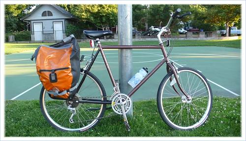 My uncles Schwinn High Sierra Ive been pedaling around several west coast cities.
