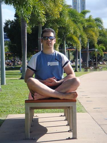 Sul lungomare di Cairns... meditando in stile Zazen