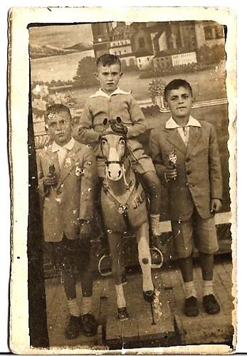 O cabalo, o pantalón curto e as pistolas